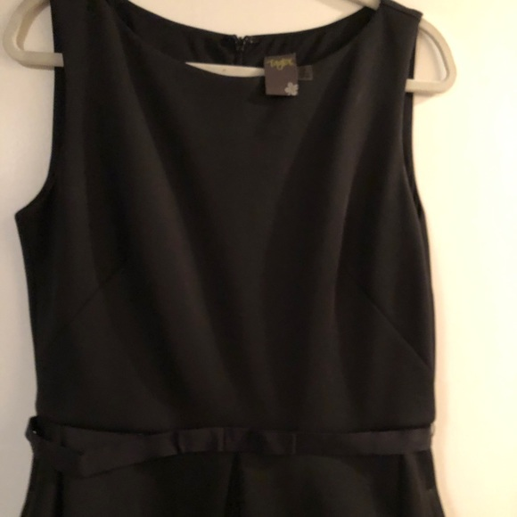 Taylor Dresses & Skirts - Taylor brand black dress with pockets and belt 14